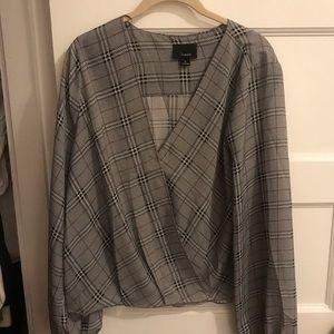 Adorable plaid blouse worn once